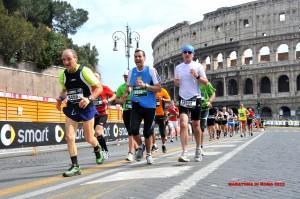 Manfred Beck vor dem Kolosseum am Rom Marathon