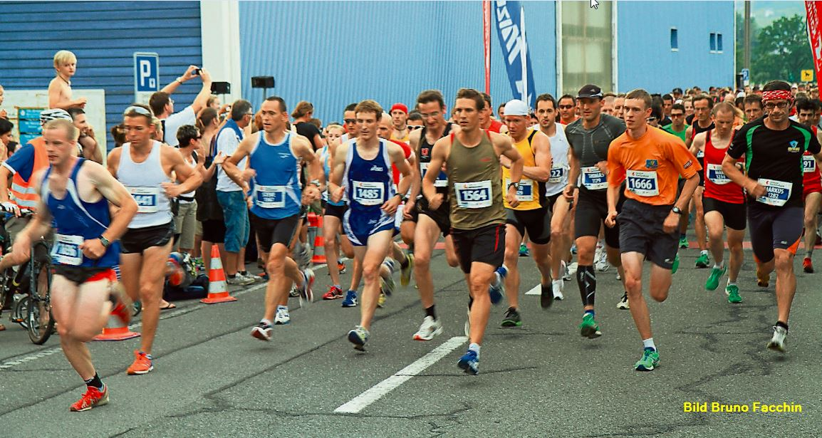 Schon bald wird zum Lauerzerseelauf gestartet: Die Strecke rund um den Lauerzersee verlangt von den Athleten alles ab.