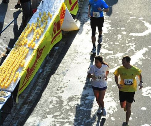 Sports drinks and gels (always with water) are perfect supplements during longer distance competitions.