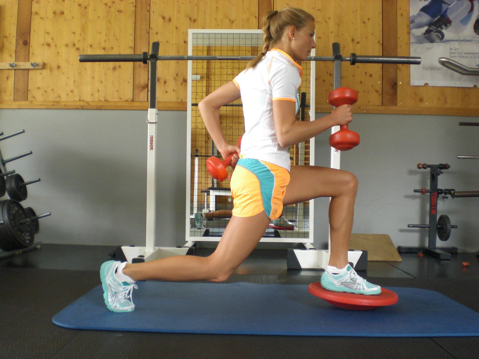Nutze Fitnesskurse für die Stärkung deiner Muskulatur