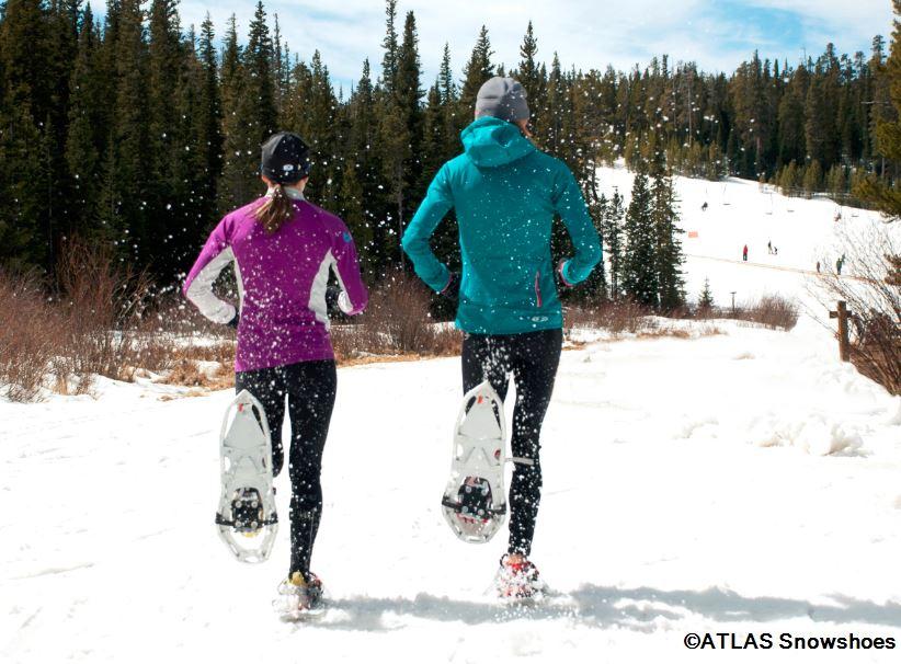 Das Laufen mit Schneeschuhen ist eine neue Erfahrung in wunderbaren Gegenden