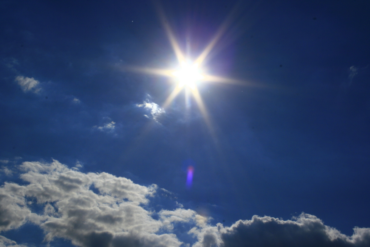 Vor der Sonne gilt es sich zu schützen - gerade auch beim Laufen.